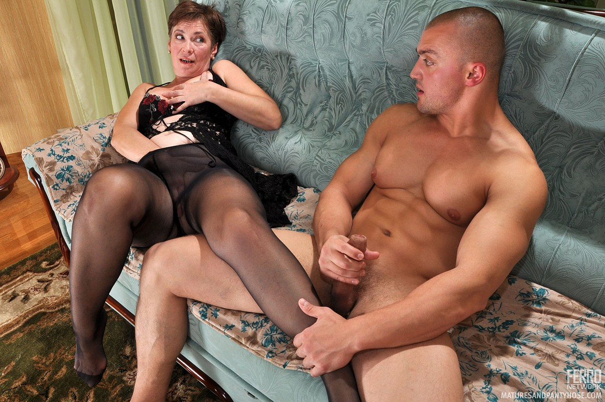 mature wife eats first pussy