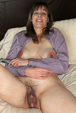 natural hairy mature woman nude